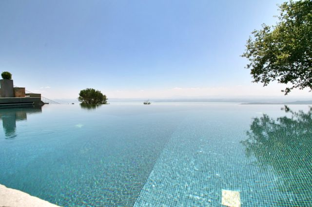 The infinity pool at Villa Padrone