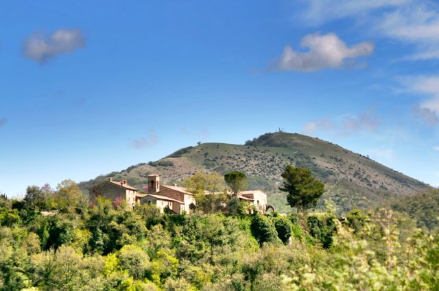 Monte Acuto and the village of Migianella