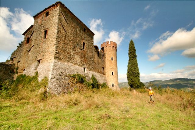 An abandoned castle on the Etruscan Tomb Short Walk