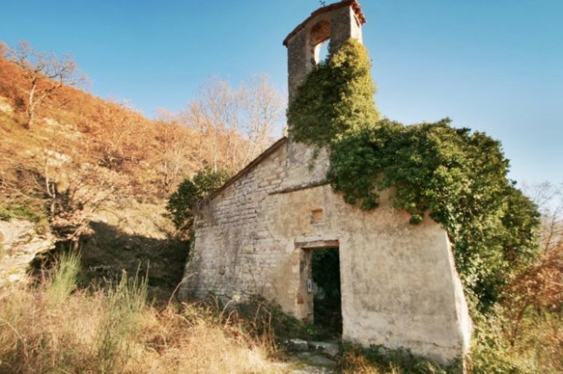 The ruined church of the Madonna della Costa on Monte Acuto