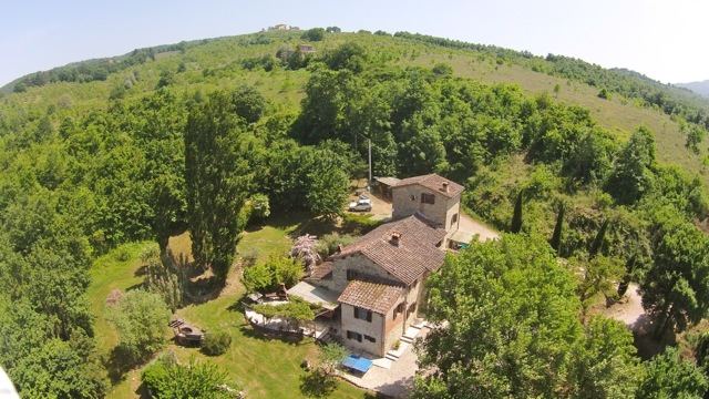 High above Ca' di Bracco, a holiday villa on the Tuscany Umbria border