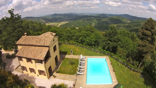 Luxurious Villa Forconi, high above the Niccone Valley
