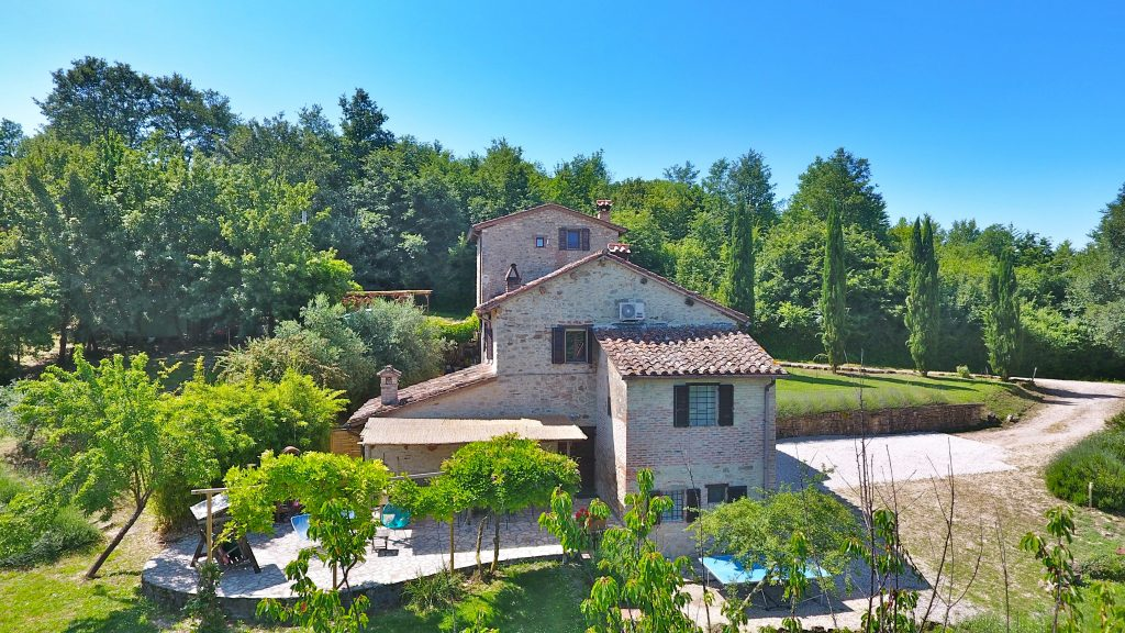 Ca di Bracco, Holiday Villa In Umbria. Located Right On The Tuscany Umbria border, Ca di Bracco Has a stunning location in the Niccone Valley, Italy.