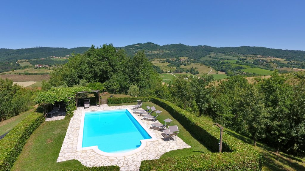 Ca di Bracco Swimming Pool has a stunning location in the Niccone Valley, Tuscany Umbria border, Italy.