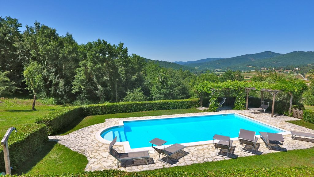 Ca di Bracco Pool With Views Of Niccone Valley. Ca di Bracco is a 5 bedroom holiday villa in the Niccone Valley right on the Tuscany Umbria border, Italy.